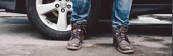 59eb5650 Pamiętajmy, że zabierając się do impregnacji musimy zadbać o to, aby buty  były czyste i suche. Kolejno musimy odstawić obuwie pokryte preparatami na  kilka ...